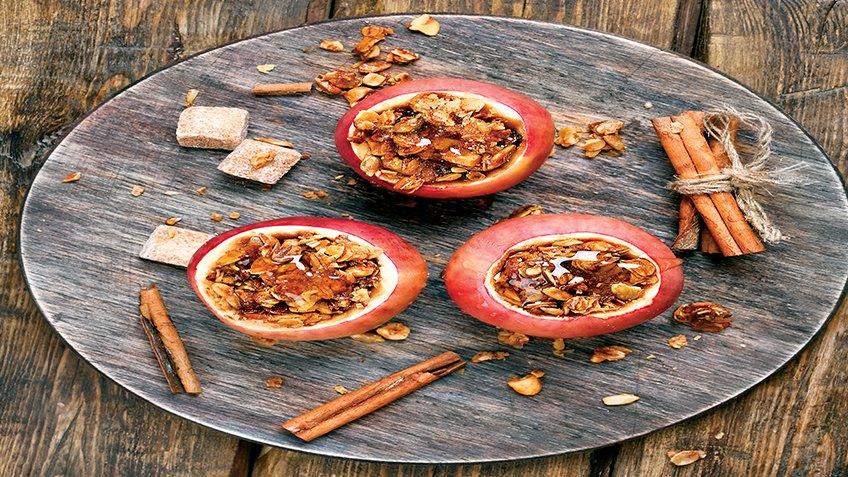 Ψημένα μήλα με αποξηραμένα φρούτα και καρύδια