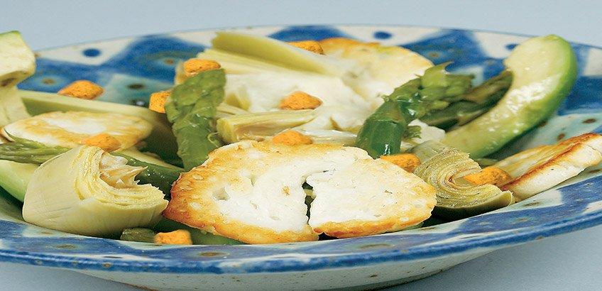 Ζεστή σαλάτα με ψητό χαλούμι