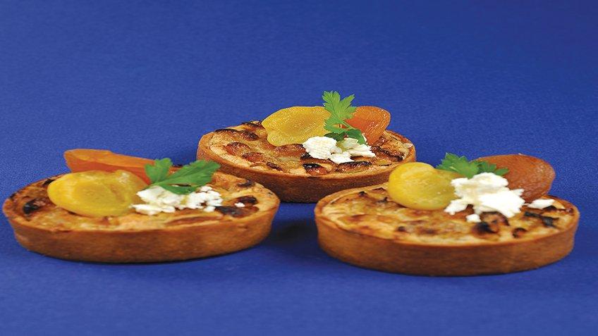 Μικρές τάρτες με χρυσόμηλα και κατσικίσιο τυρί