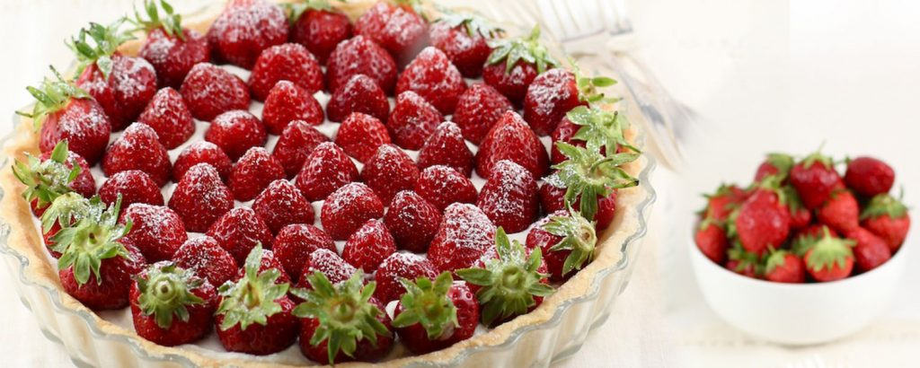Τάρτα με φράουλες και κρέμα αμυγδάλου