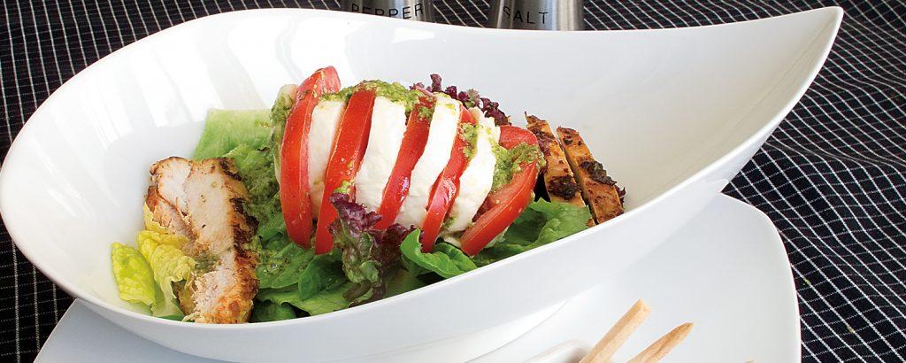Σαλάτα με κοτόπουλο και μοτσαρέλα