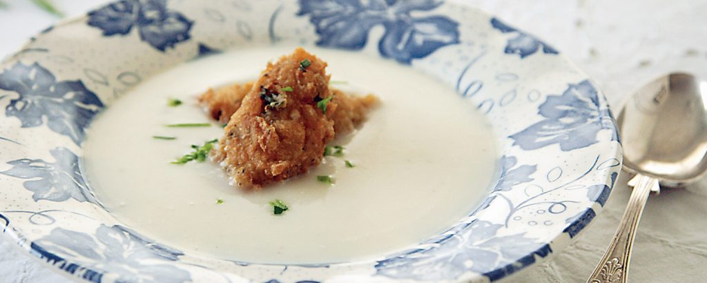 Σούπα κουνουπίδι με κροκέτες μπλε τυριού