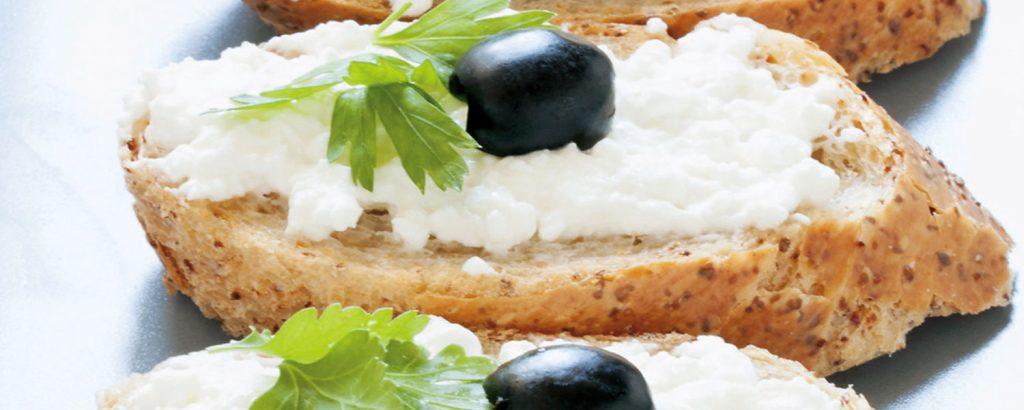 Κροστίνι με τυροσαλάτα