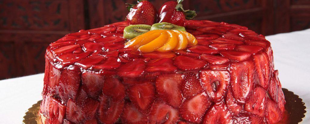 Τούρτα-ζελέ με φράουλες και με κρασί