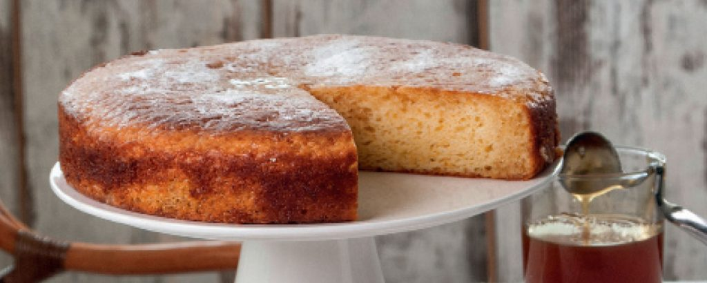 Ελαφρύ κέικ με γιαούρτι και άρωμα πορτοκαλιού
