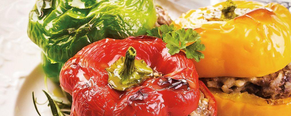 Γεμιστές πολύχρωμες πιπεριές