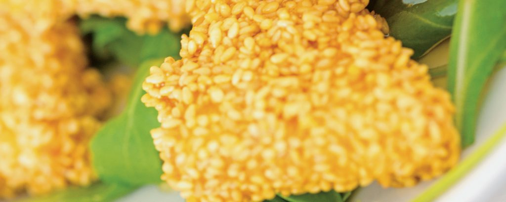 Κατσικίσιο τυρί με σησάμι και μέλι