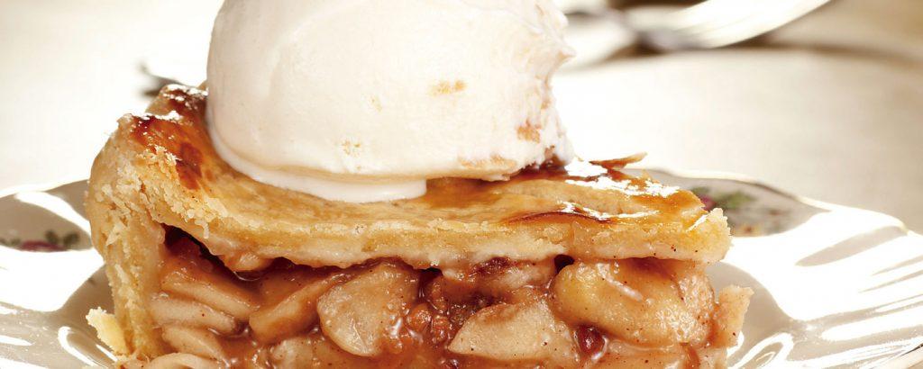 Κλασική μηλόπιτα με παγωτό βανίλια
