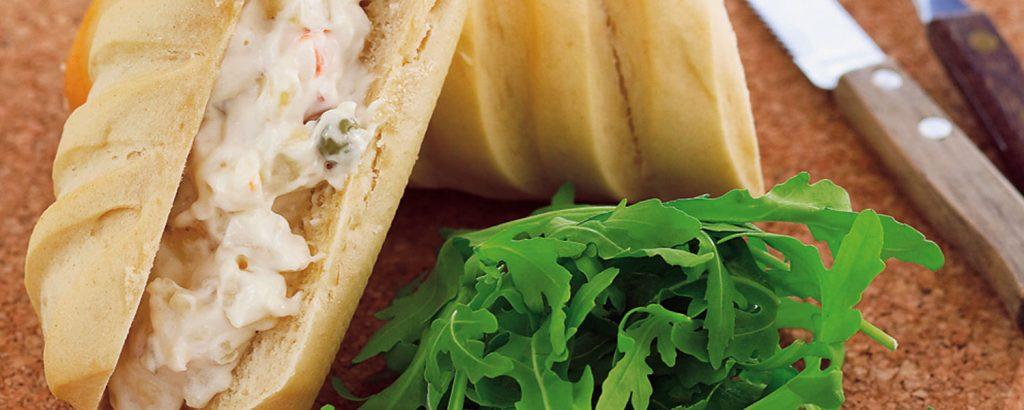 Βιενέζικη μπακέτα με ρώσικη σαλάτα