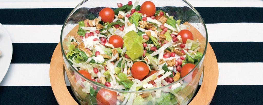 Πράσινη σαλάτα με ρόδι και τυρί cottage cheese