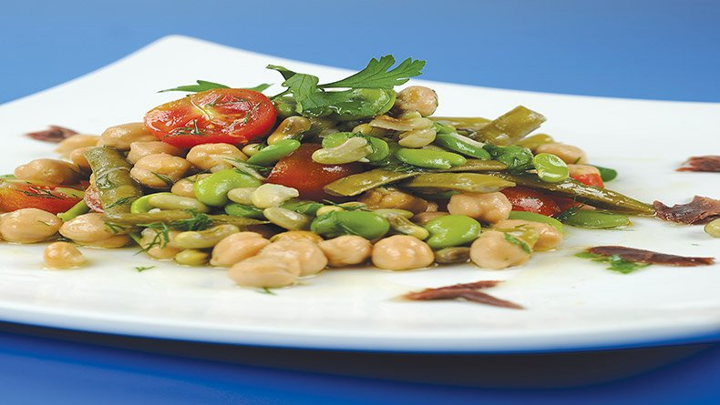 Ανάμικτη σαλάτα με όσπρια και λαχανικά