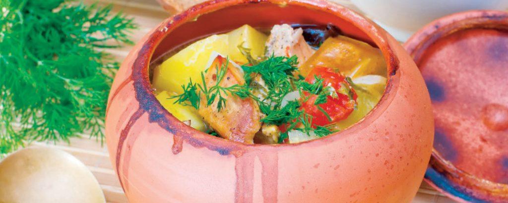 Αρνί με λαχανικά στη γάστρα
