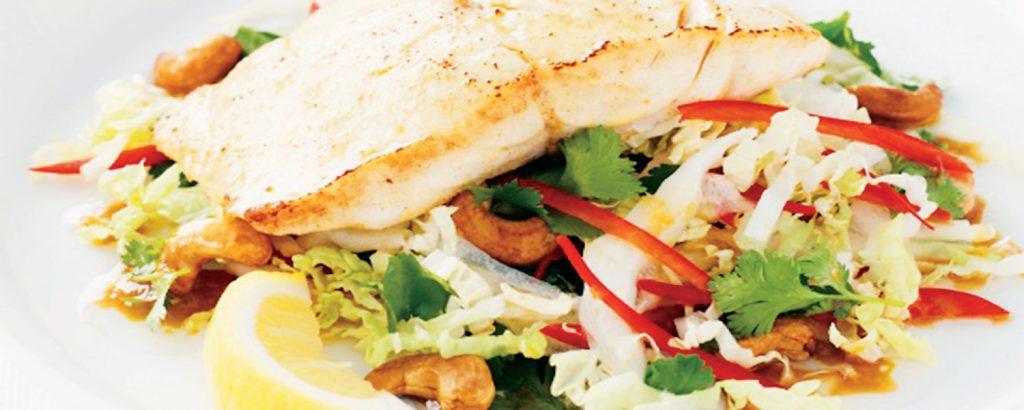 Φιλέτα ψαριού με κινέζικη σαλάτα
