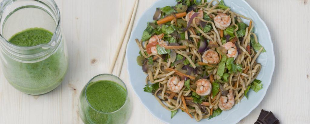 Γαρίδες stir-fry με νουντλ φαγόπυρου