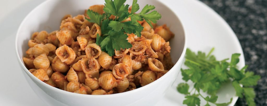 Μακαρονάκι με κιμά  και τριμμένο καρότο