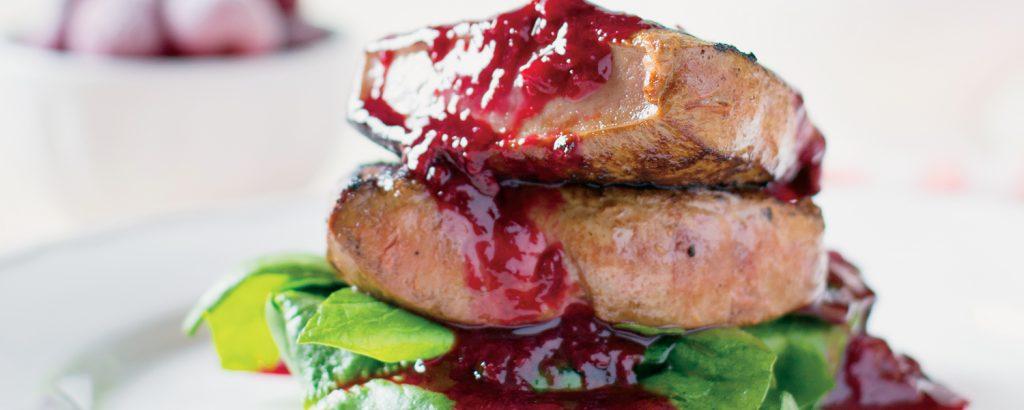 Φιλέτο αρνί με πικάντικη μαρμελάδα φράουλας