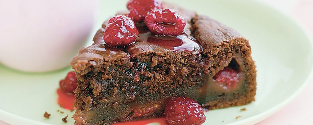 Κέικ σοκολάτας με αναρή και φραγκοστάφυλα