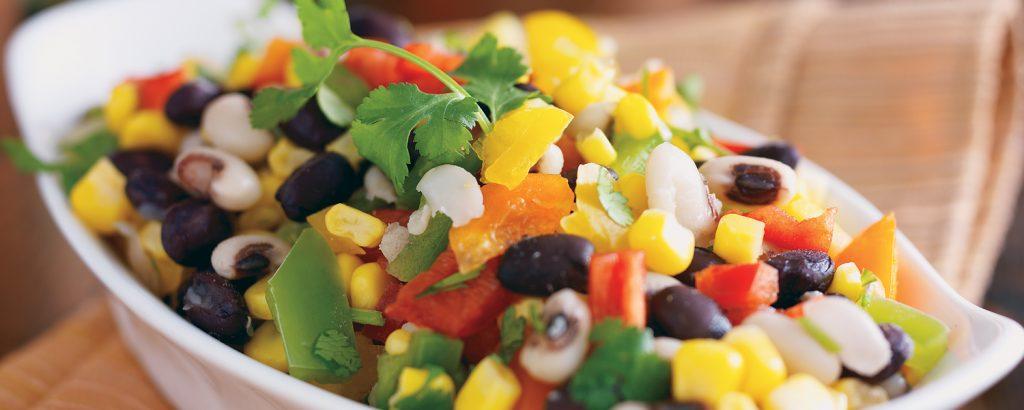 Πολύχρωμη σαλάτα με λουβιά