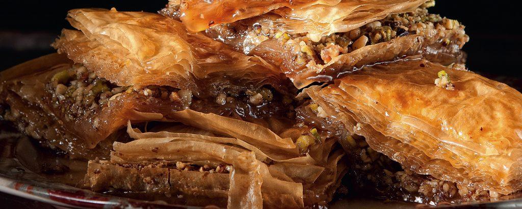 Mπακλαβάς με ξηρούς καρπούς και μέλι