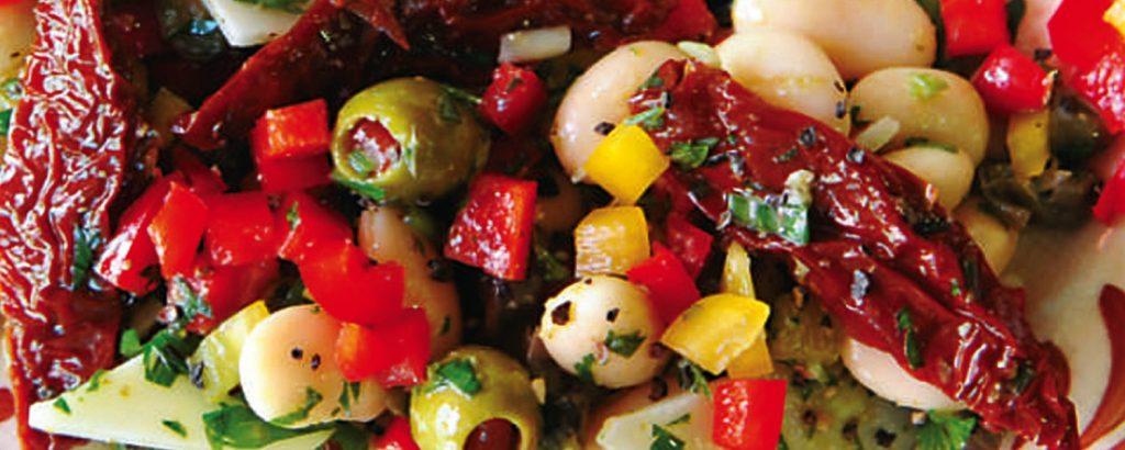 Σαλάτα με φασόλια και λιαστές ντομάτες