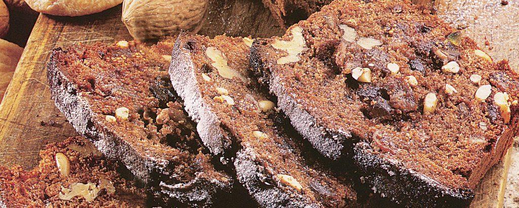 Κέικ σοκολάτας με παστά σύκα και ξηρούς καρπούς