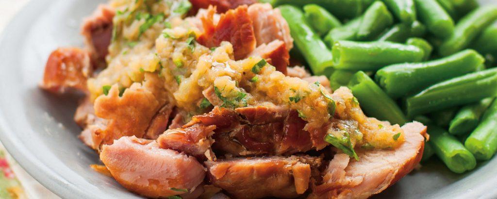 Χοιρινό με σάλτσα μήλου και φρέσκα φασολάκια