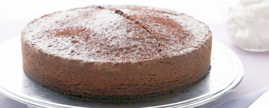 Κέικ σοκολάτα-αμύγδαλο