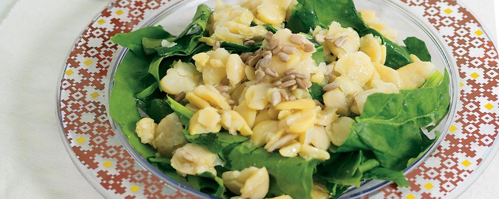 Σαλάτα με κουκιά και ηλιόσπορο
