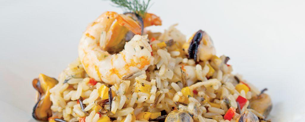 Άγριο ρύζι με θαλασσινά και λαχανικά