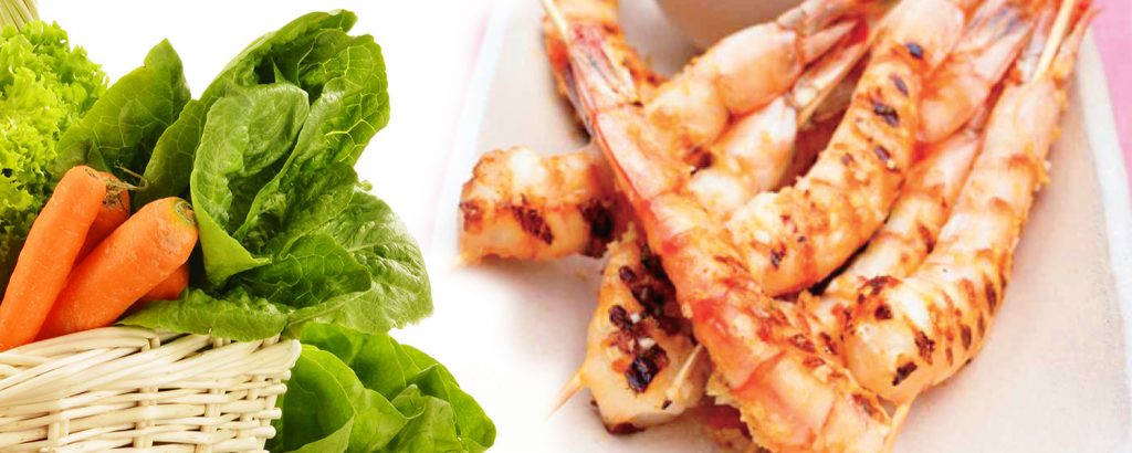 Γαρίδες με τζίντζερ και πικάντικη σάλσα ντομάτας