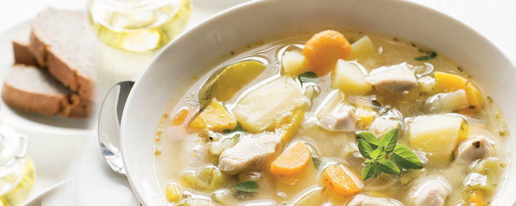 Σούπα με λαχανικά και κοτόπουλο ποσέ