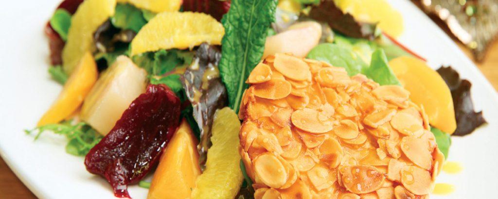 Σαλάτα με τραγανό κατσικίσιο τυρί