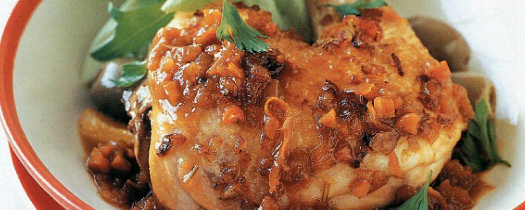 Κοτόπουλο με πορτοκάλι και ελιές