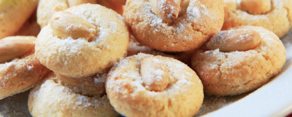 Μπισκότα αμυγδαλωτά