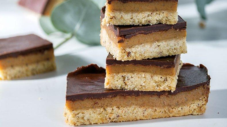 Μπισκότα με καραμέλα και σοκολάτα