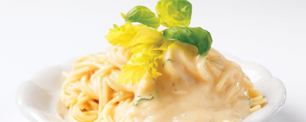 Σπαγέτι με σάλτσα τριών τυριών