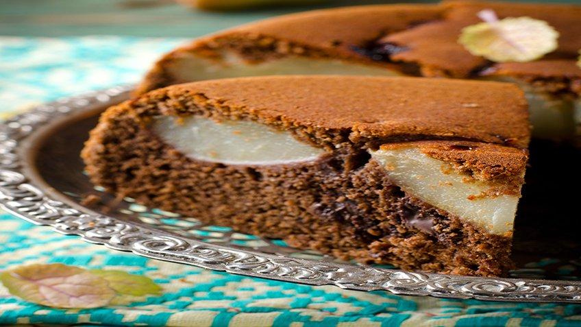 Κέικ σοκολάτας με αχλάδια και αμύγδαλα