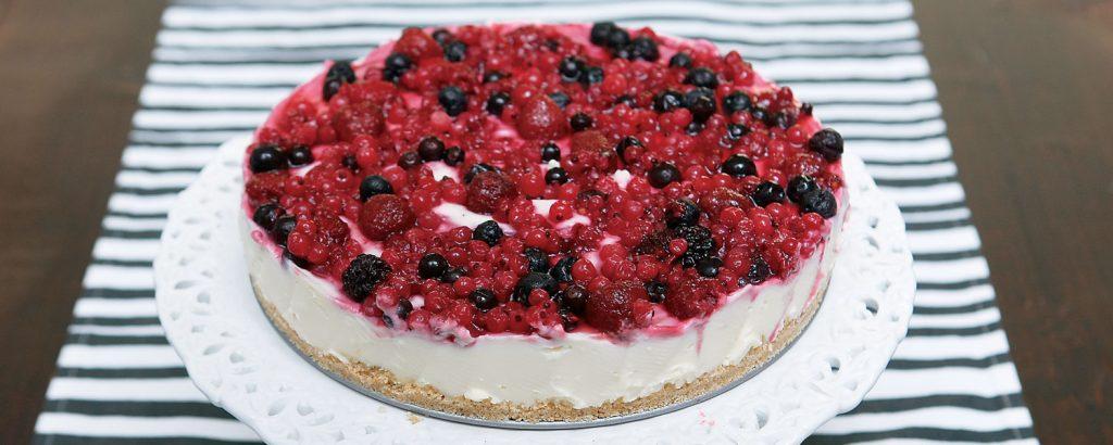 Cheesecake µε λευκή σοκολάτα και φρούτα του δάσους