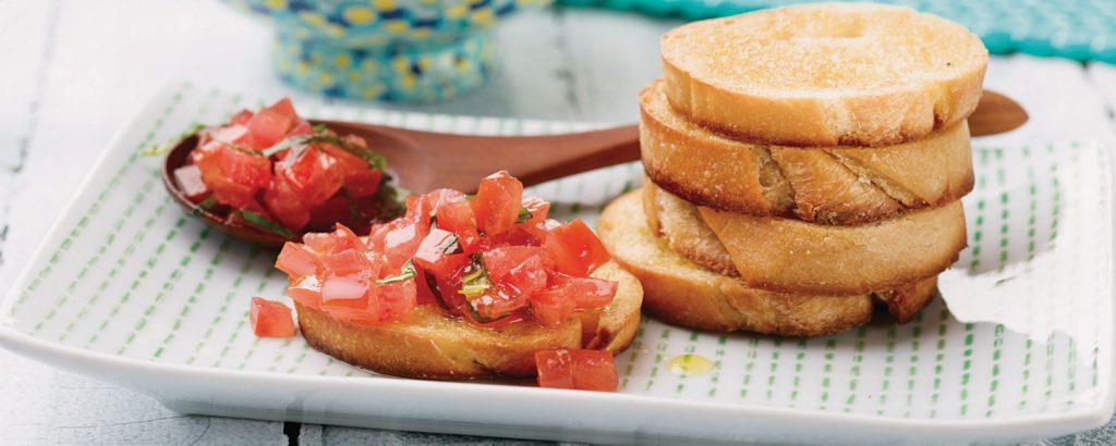 Κλασική μπρουσκέτα με ντομάτα και βασιλικό