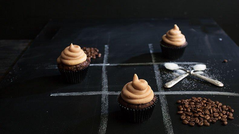 Σοκολατένια cupcakes µε βουτυρόκρεµα καφέ
