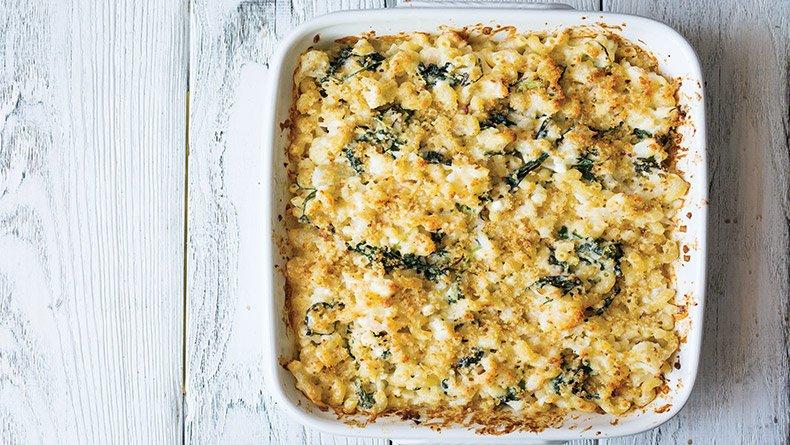 Ελαφρύτερο Mac n Cheese με κουνουπίδι και λαχανίδα