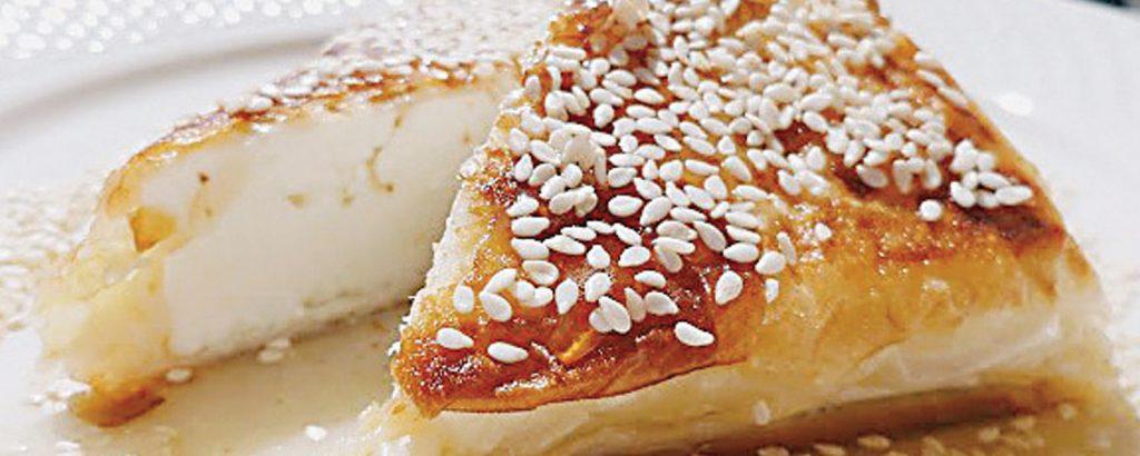 Φέτα φακελωμένη με μέλι και σησάμι