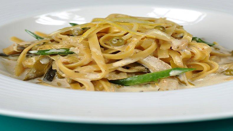 Φετουτσίνι με λαχανικά και κρέμα-λεμόνι