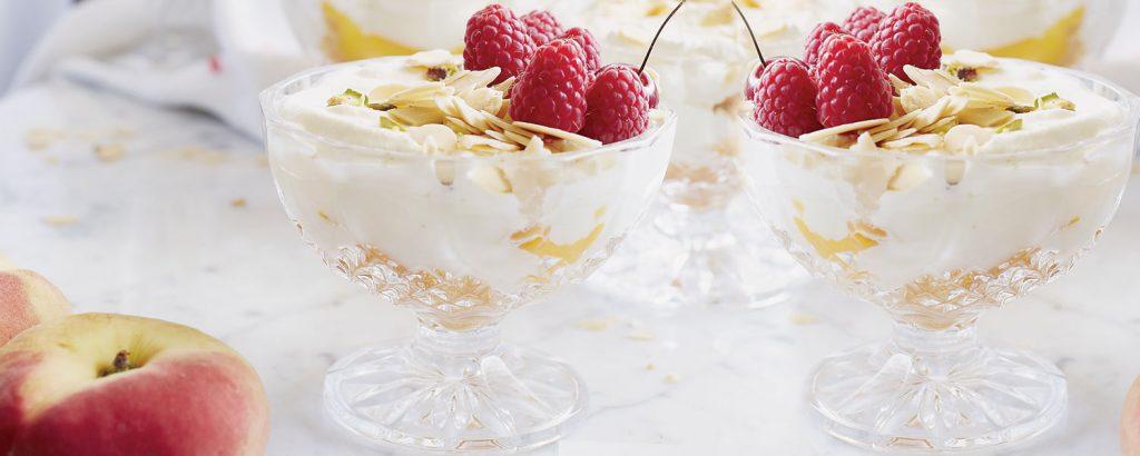 Trifle με ανθόνερο και ροδάκινα