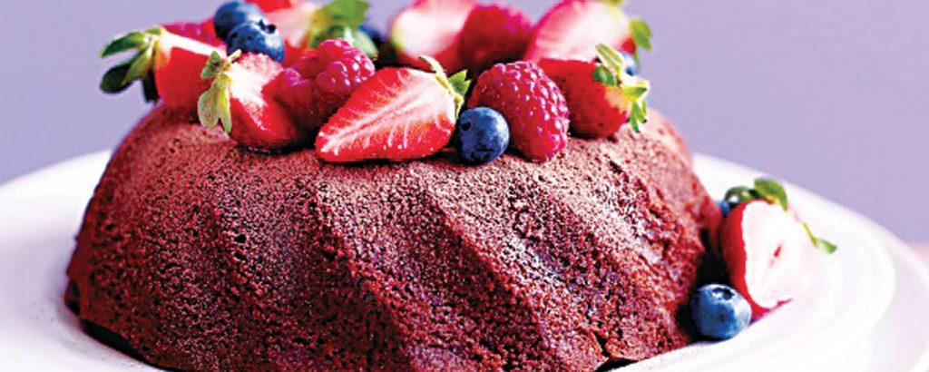 Ελαφρύ κέικ σοκολάτας με φρούτα