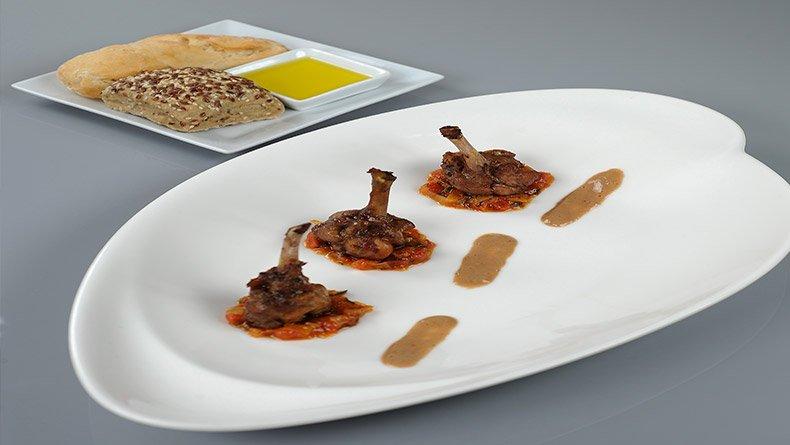 Φτερούγες κοτόπουλου και σάλτσα ντομάτας με τζίντζερ