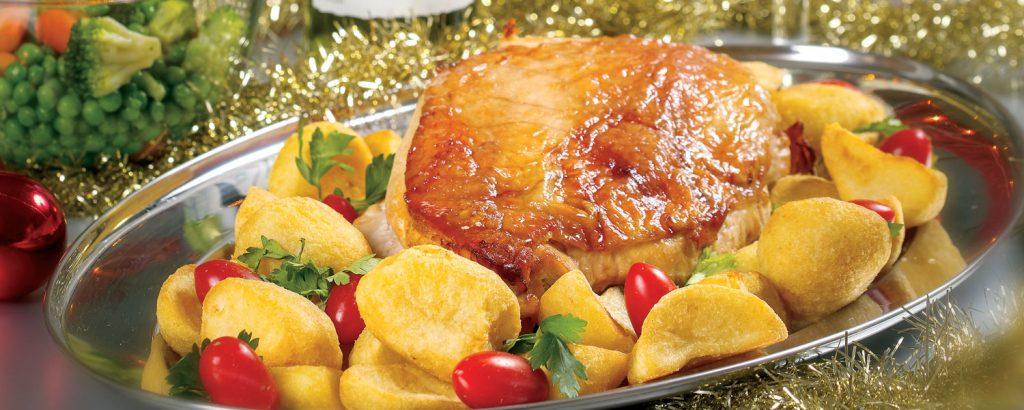 Ψητό φιλέτο γαλοπούλας µε πατάτες και ανάµικτα λαχανικά