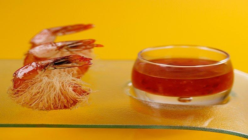Γαρίδες σε κρούστα κανταϊφιού με γλυκιά σος τσίλι Ταϊλάνδης