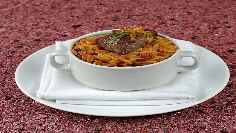 Γιουβέτσι με βοδινό και κριθαράκι