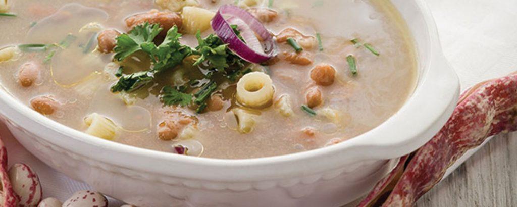 Σούπα ιταλική με φασόλια χάντρες και ζυμαρικά